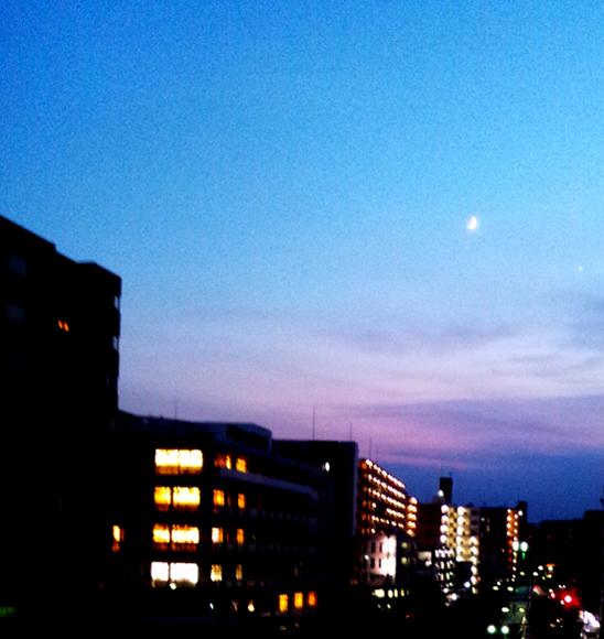 空 月 星