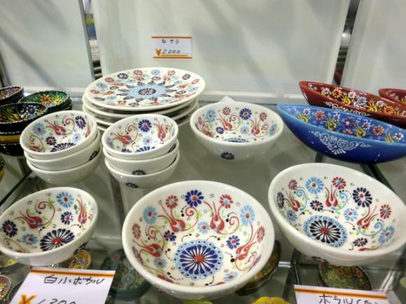 彩色部分が盛り上がってるのがステキな小鉢