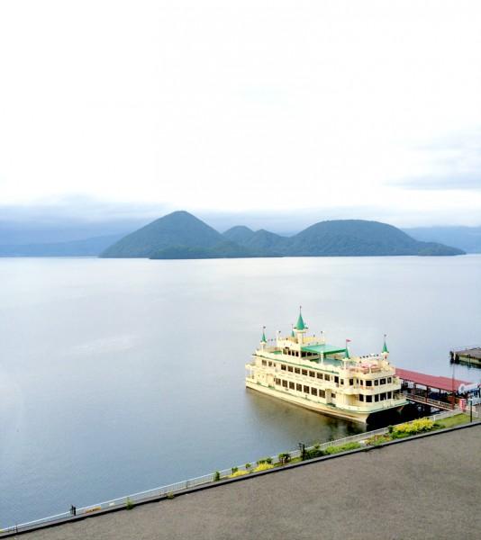 湖央の島が特徴的な洞爺湖