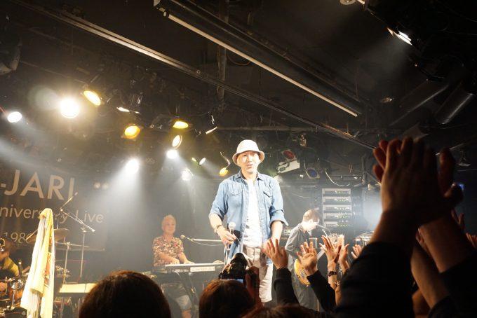 ボーカル本多克典さん、声が全く変わってない!後ろキーボードCharlie小牟田さん、金髪だ!